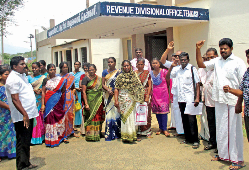 Protest against tasmac in tenkasi
